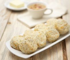 Biscuits cheddar, herbes et ail
