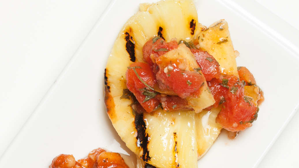 Grilled Pineapple for Burgers