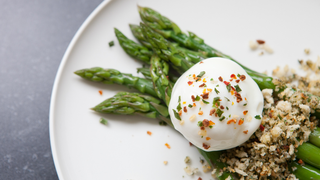 Asparagus with Poached Eggs and Herb & Garlic Breadcrumbs