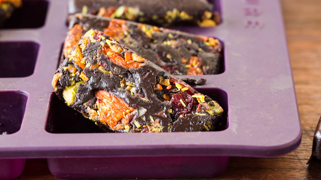 Cocoa Crunch Goji Berry Bark Petites